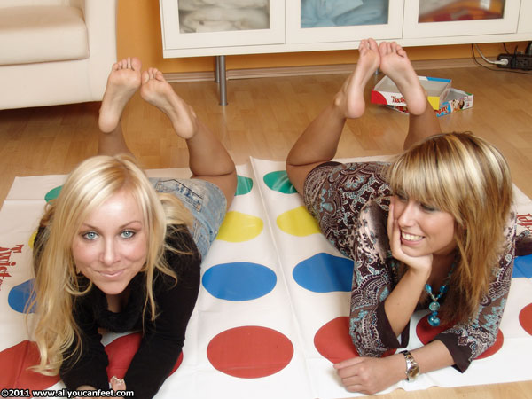 bigger preview pic from set 582 showing Allyoucanfeet model Jen & Christiane
