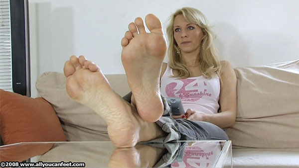 bigger preview pic from set 584 showing Allyoucanfeet model Kiro