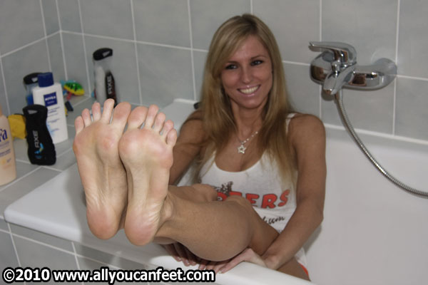 bigger preview pic from set 616 showing Allyoucanfeet model Joyce