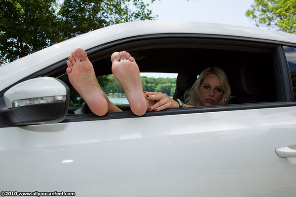 bigger preview pic from set 651 showing Allyoucanfeet model Madeleine