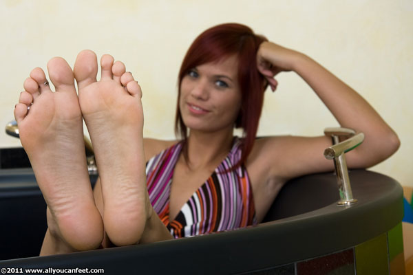 bigger preview pic from set 663 showing Allyoucanfeet model Teddy