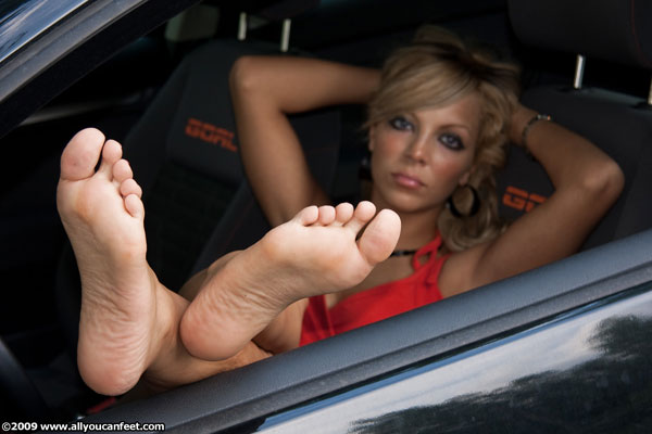 bigger preview pic from set 688 showing Allyoucanfeet model Jasmina