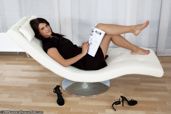bigger preview pic from set 696 showing Allyoucanfeet model Lana