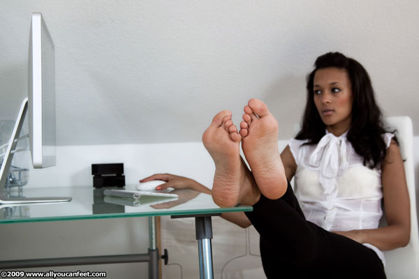 bigger preview pic from set 709 showing Allyoucanfeet model Alice