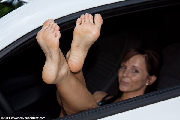 bigger preview pic from set 733 showing Allyoucanfeet model CathyB