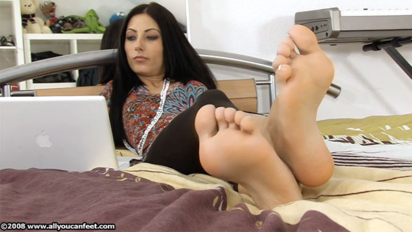 bigger preview pic from set 735 showing Allyoucanfeet model Dorinka