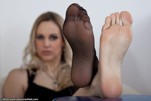 bigger preview pic from set 772 showing Allyoucanfeet model Madeleine