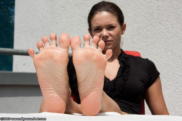 bigger preview pic from set 775 showing Allyoucanfeet model Ina