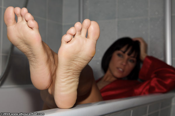 bigger preview pic from set 791 showing Allyoucanfeet model Lulu