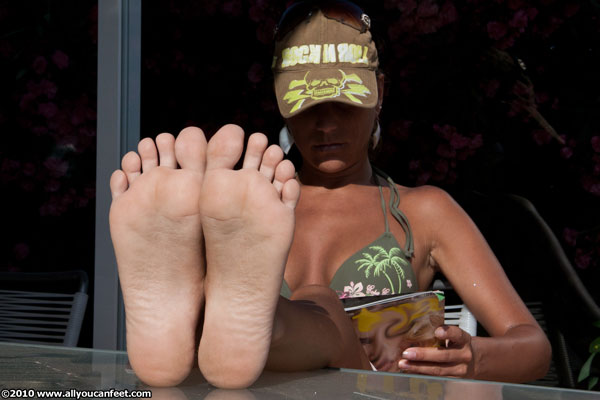 bigger preview pic from set 795 showing Allyoucanfeet model Mel