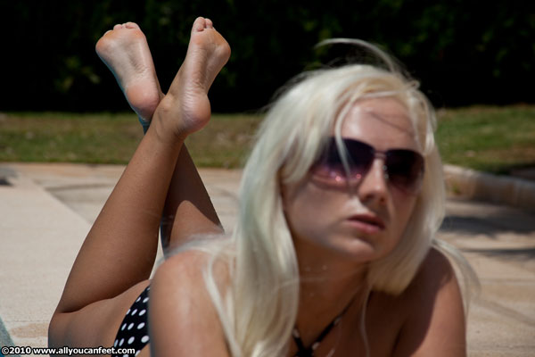 bigger preview pic from set 809 showing Allyoucanfeet model Tini