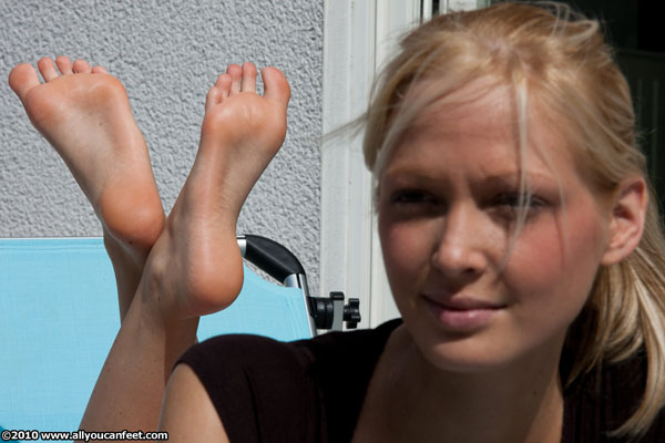 bigger preview pic from set 811 showing Allyoucanfeet model Djana