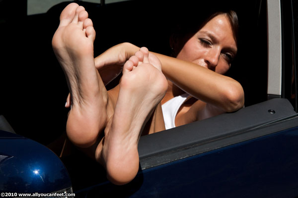 bigger preview pic from set 812 showing Allyoucanfeet model Flora