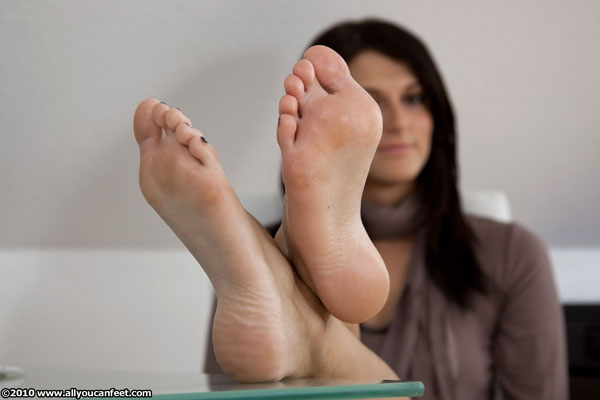 bigger preview pic from set 815 showing Allyoucanfeet model Lana