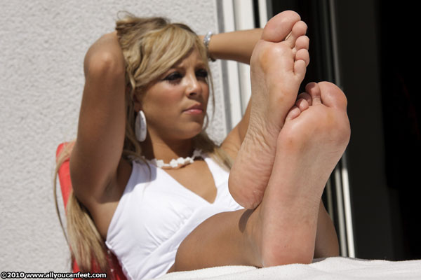 bigger preview pic from set 845 showing Allyoucanfeet model Jasmina