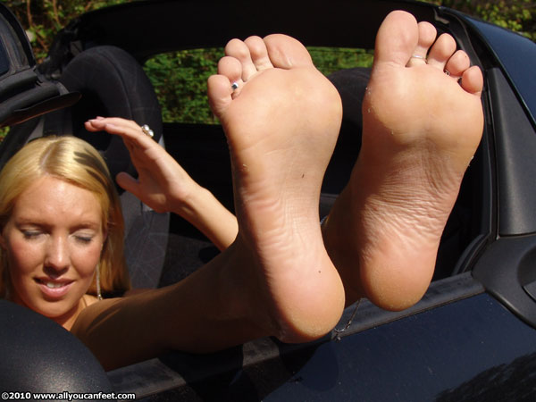 bigger preview pic from set 866 showing Allyoucanfeet model Kesia
