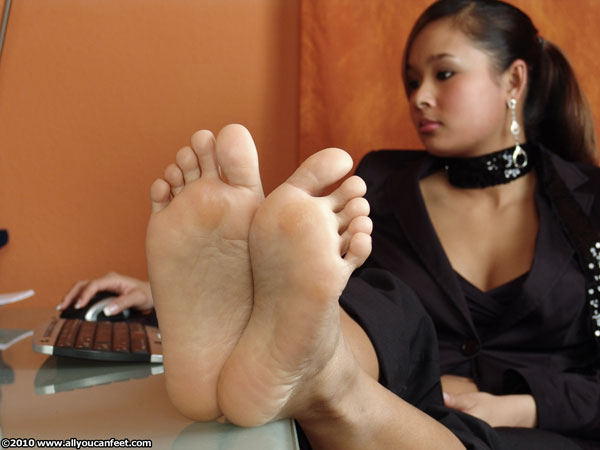 bigger preview pic from set 875 showing Allyoucanfeet model Jing