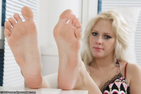 bigger preview pic from set 878 showing Allyoucanfeet model Isa