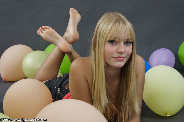 bigger preview pic from set 879 showing Allyoucanfeet model Sandrine