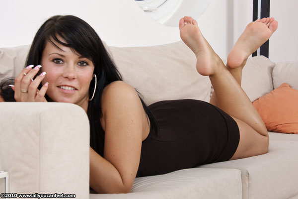 bigger preview pic from set 890 showing Allyoucanfeet model Neelie