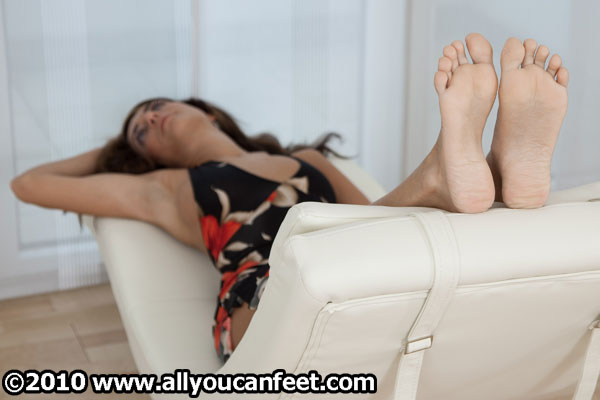 bigger preview pic from set 913 showing Allyoucanfeet model Mel
