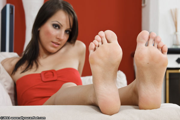 bigger preview pic from set 922 showing Allyoucanfeet model Sandy