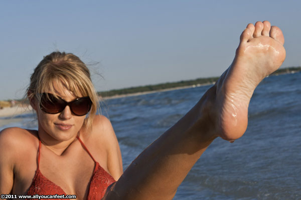 bigger preview pic from set 960 showing Allyoucanfeet model Steffi