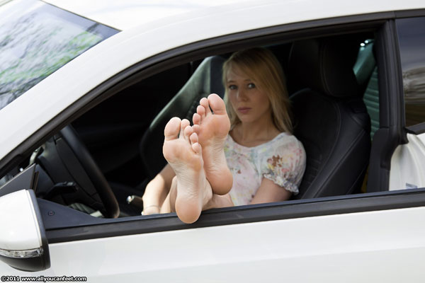 bigger preview pic from set 961 showing Allyoucanfeet model Emely - New Model