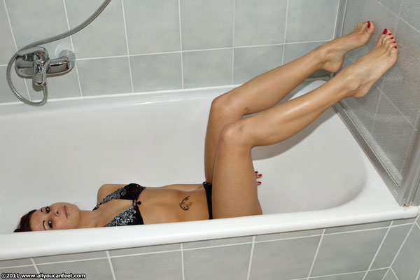 bigger preview pic from set 980 showing Allyoucanfeet model Steffi