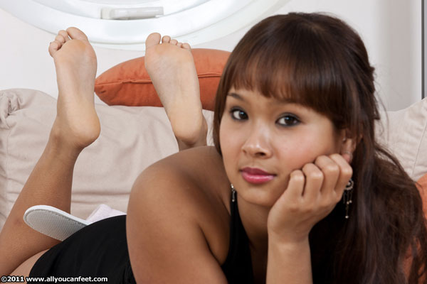 bigger preview pic from set 982 showing Allyoucanfeet model Jing