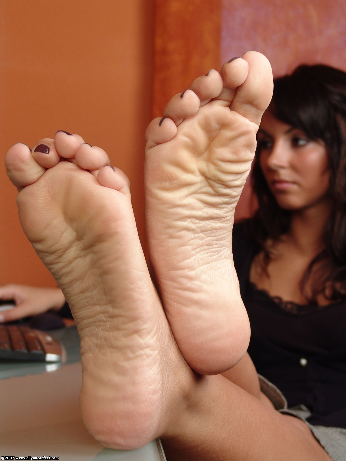 Candid smooth college feet in flip flops in classroom 1