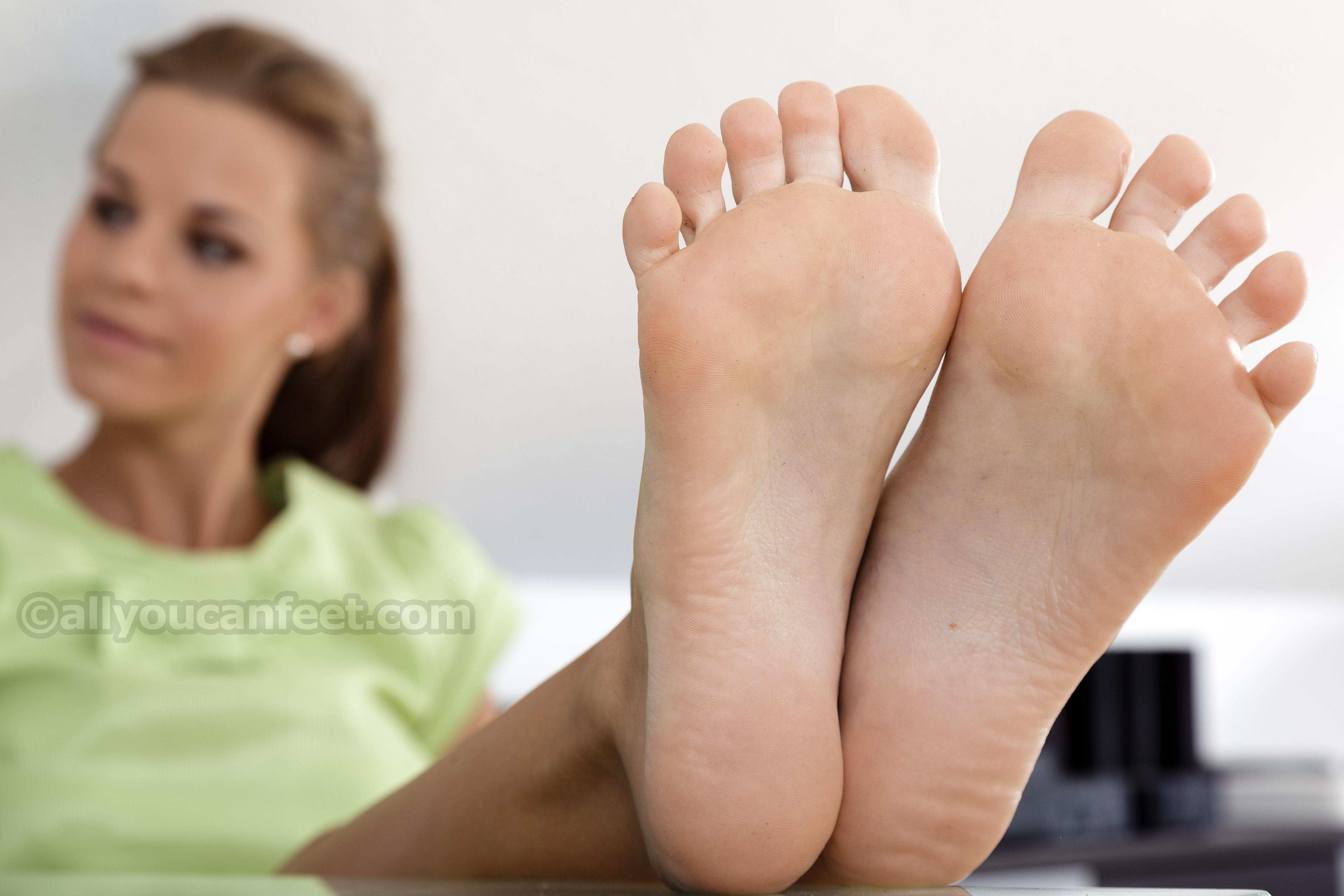 подошвы ног девушек большое разрешение видео